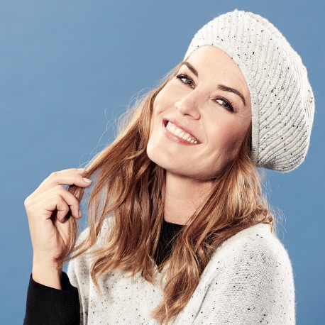 Elegant white beret knitted in cashmere with black flecks 691f5563dd3