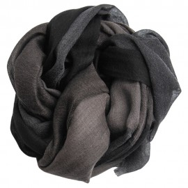 Large checkered shawl in black and gray