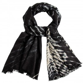 Black/white tie-dye shawl